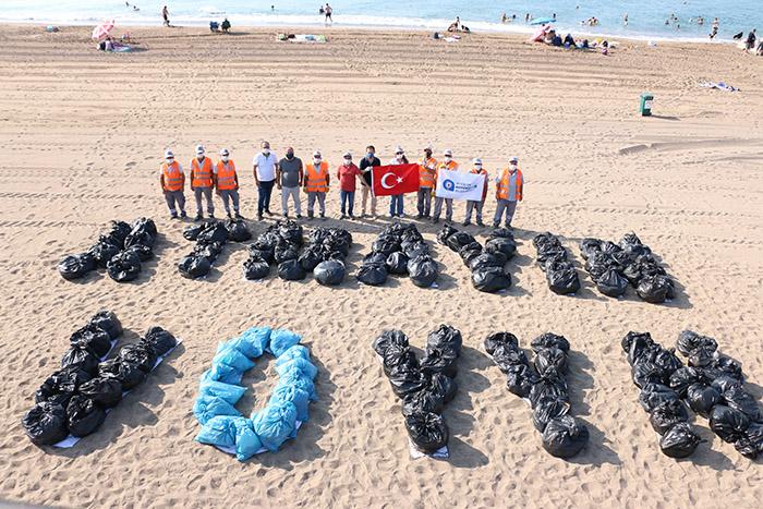 Büyükşehir Belediyesi Uluslararası Kıyı Temizliği Günü'nde  Konyaaltı ve Lara plajlarında kıyı ve dip temizliği yaptı