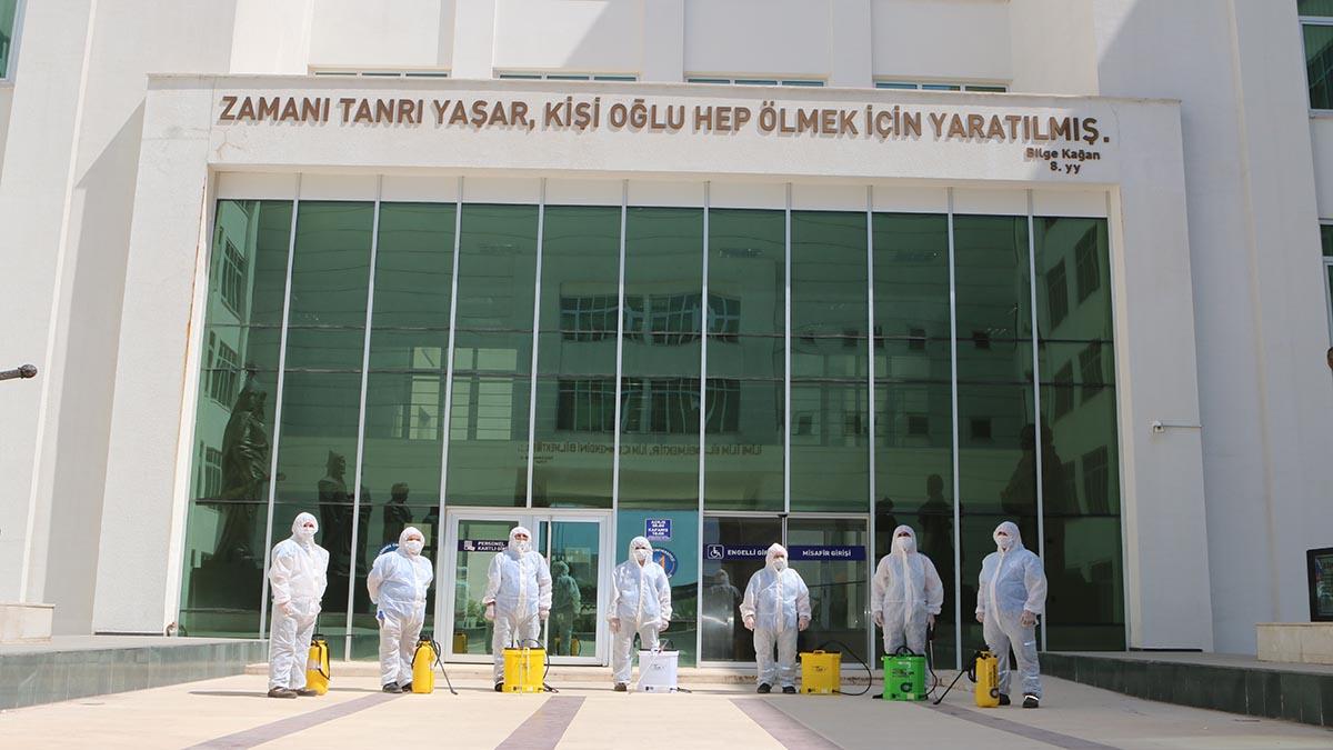 Büyükşehir Belediyesi KPSS sınavı öncesi okulları dezenfekte ediyor