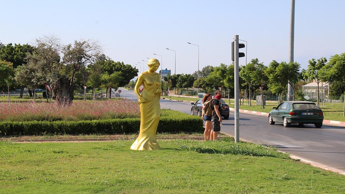 Depodan çıkartılan Venüs heykelleri büyük ilgi çekiyor